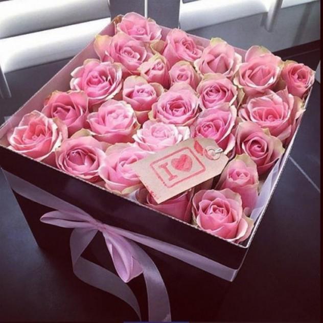 Коробка из 25 розовых роз