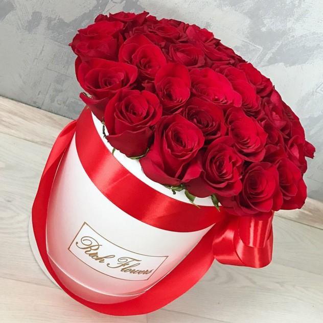 Шляпная коробка  с розой Фридом